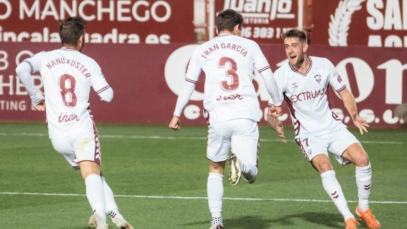 Maikel Mesa evita el triunfo del Albacete con un polémico penalti (1-1)