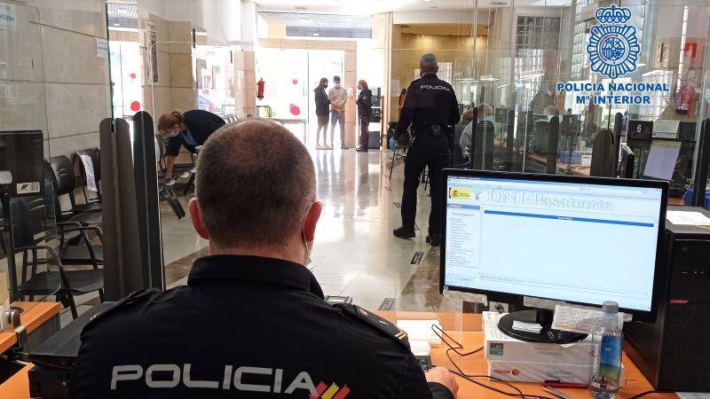 La Policía Nacional insta a los ciudadanos de CLM a renovar sus DNI y pasaportes