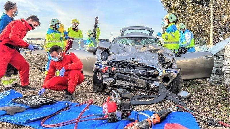 Muere un joven de 18 años y el conductor herido grave tras un accidente de tráfico