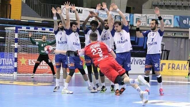 Fede Pizarro culmina la remontada del Cuenca en el último suspiro (26-27)