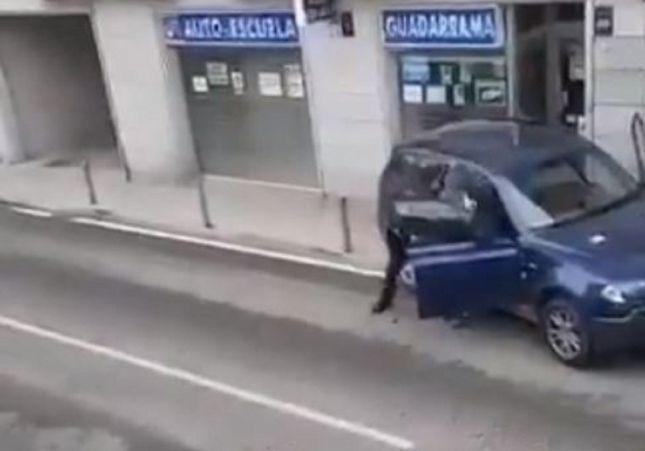 VÍDEO. Huye de un robo, atropella a dos guardias civiles y se estampa contra una autoescuela