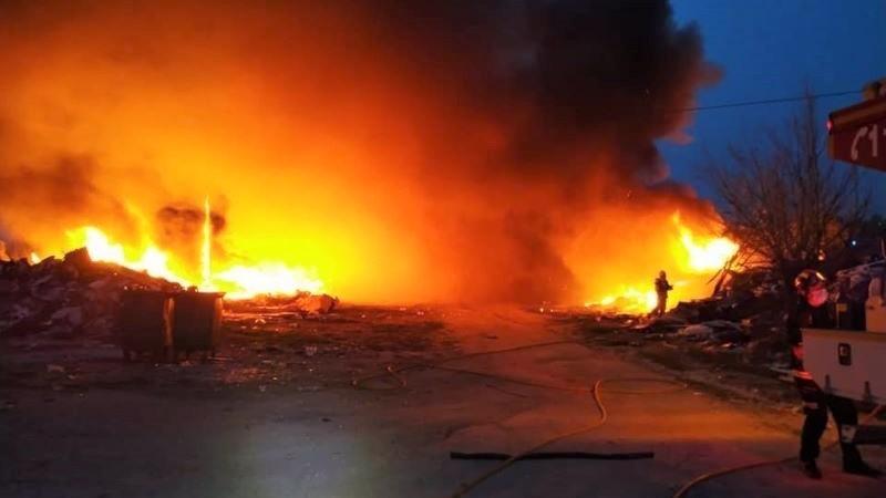Declarado un incendio en el Cerro de los Palos por la combustión de unos neumáticos