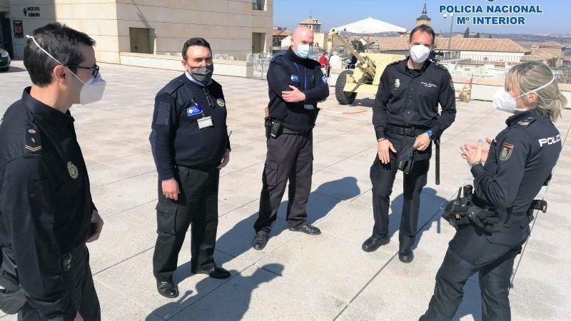 La Policía Nacional refuerza su colaboración con vigilantes de seguridad de Toledo.