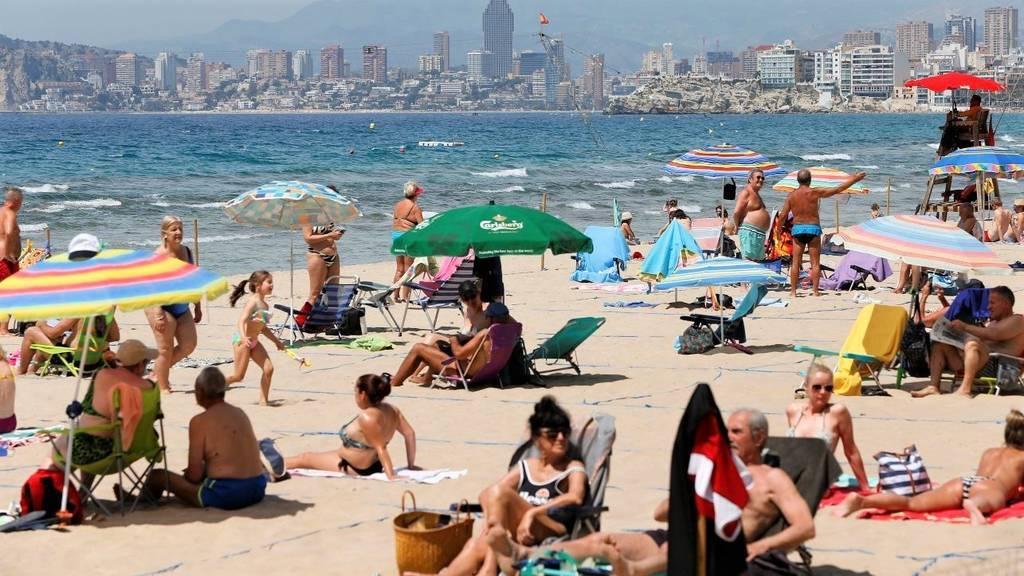 Atascos y playas concurridas en el primer fin de semana en España sin estado de alarma