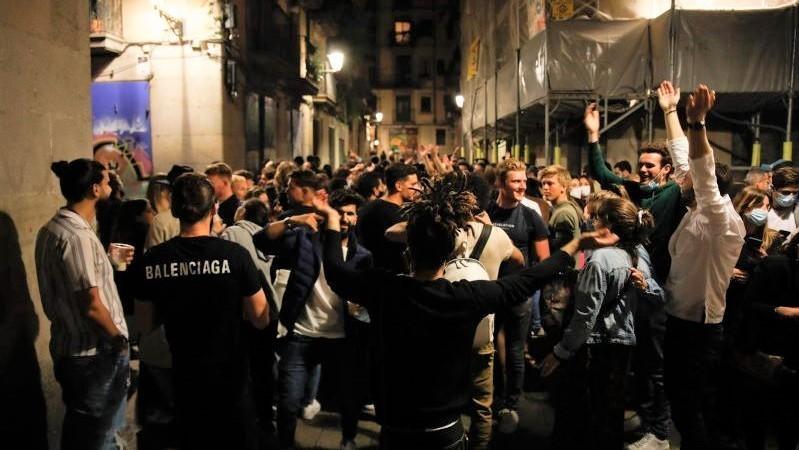 Una noche de sábado sin incidentes generalizados en la mayoría de calles españolas
