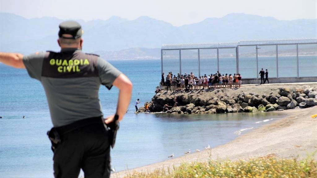 Más de 3.000 inmigrantes entran a Ceuta en medio de la tensión diplomática con Marruecos