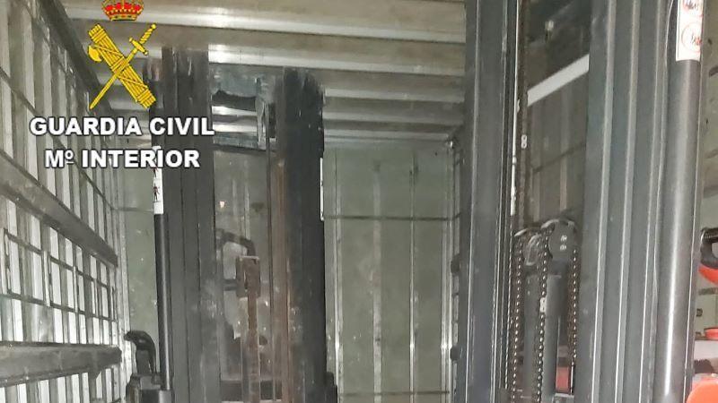 La Guardia Civil detiene a tres hombres que robaban en una nave en Illescas
