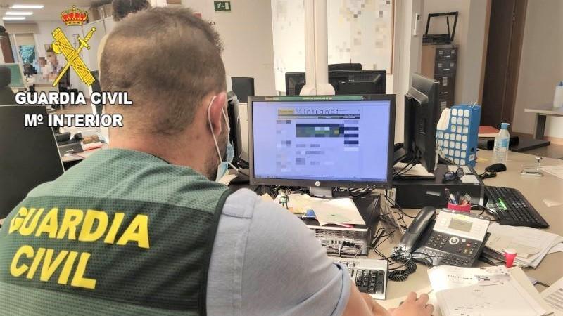 Dos detenidos por anunciar la venta de permisos de conducción por internet