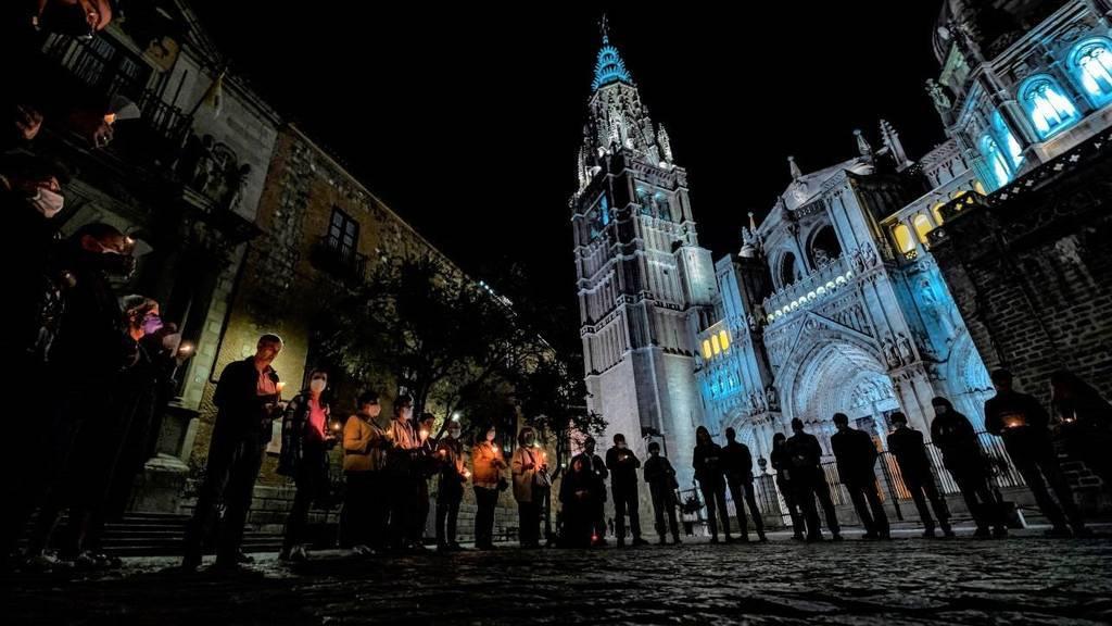 Rezan ante la Catedral de Toledo como acto de reparación tras el vídeo de C. Tangana